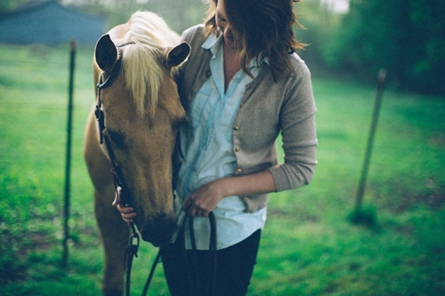 Use natural products on horses with sensitive skin.
